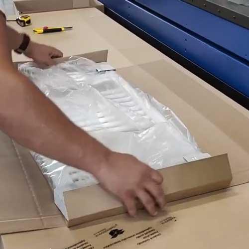 Balení žebříku do krabice na míru